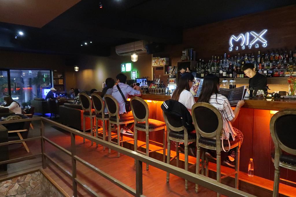 ▌桃園.美食 ▌Mix Bistro複合式餐酒館♡ 客製化調酒+創意餐點!桃園人聚餐約會的秘密基地!近桃園火車站