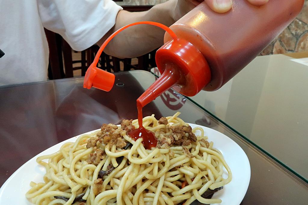 新竹竹北《爆師傅爌肉飯》,台中人懷舊的傳統小吃跟東泉辣椒醬!(已歇業)